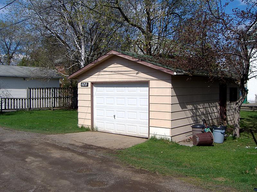 2068146974_976b40ae8d_garage